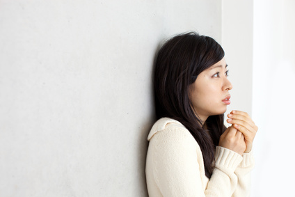 冷え性で手足の冷たさに悩む女性