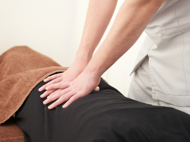身体に負担をかけない優しい施術で腰痛を改善します