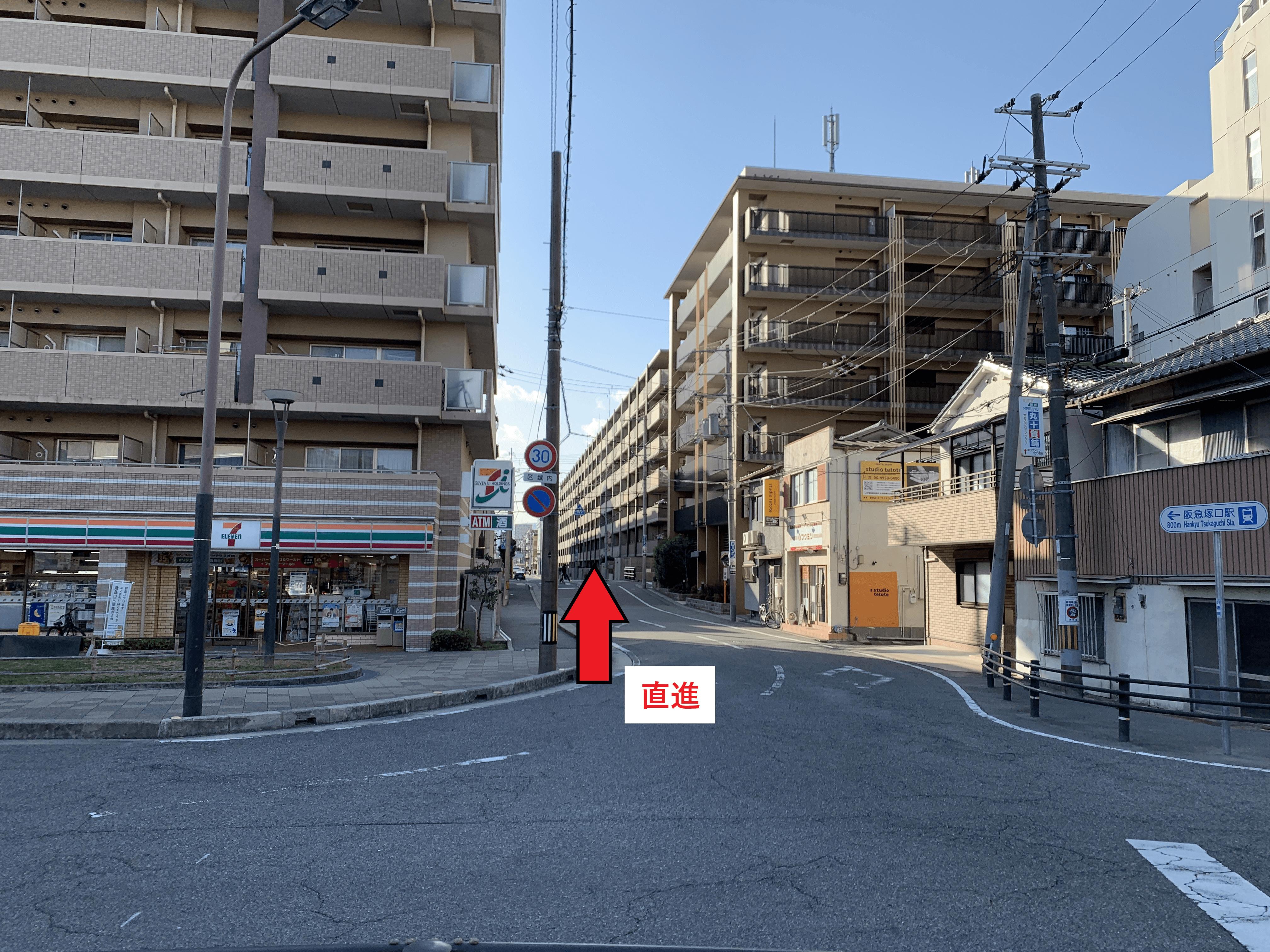セブンイレブンJR塚口駅前店を直進